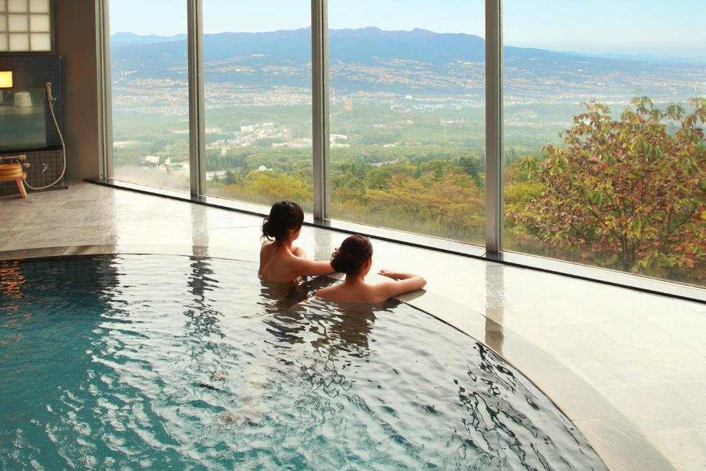 姬基酒店游泳池或附近泳池