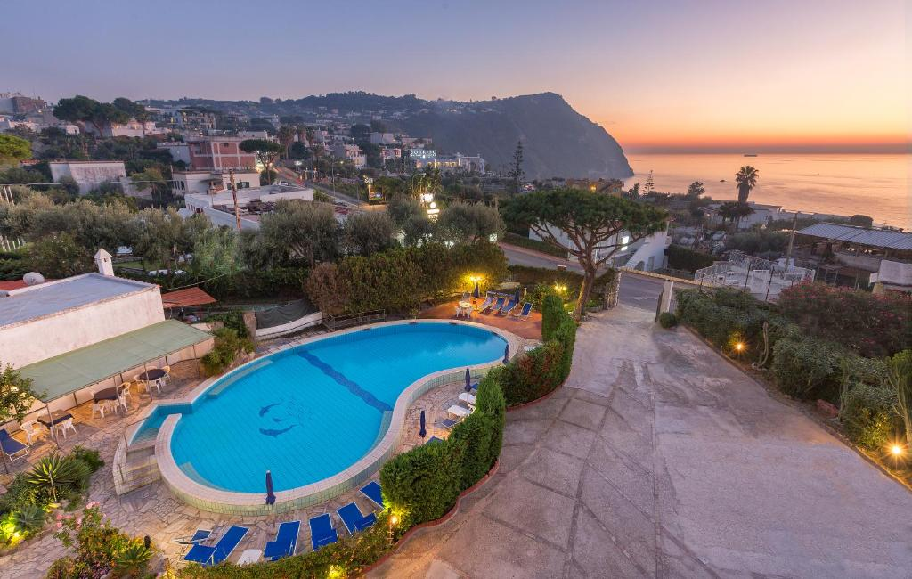 Vista sulla piscina di Hotel Costa Citara o su una piscina nei dintorni