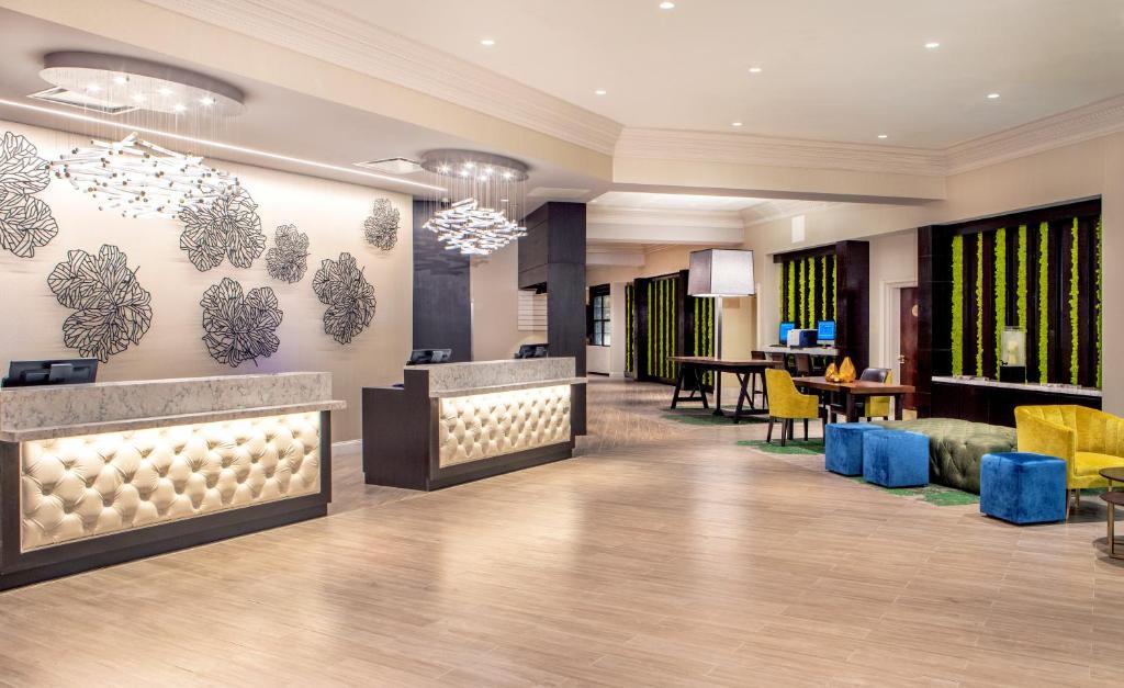 The lobby or reception area at Hilton Wilmington/Christiana