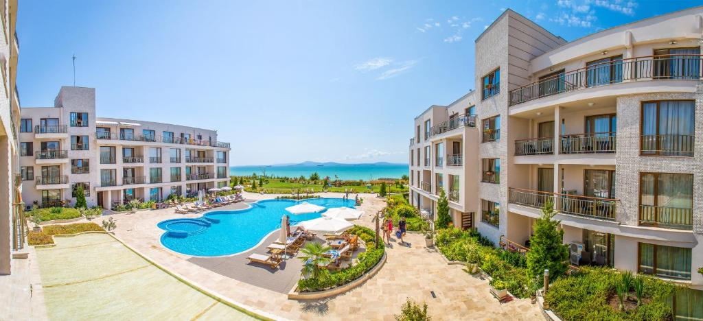 A view of the pool at Diamond Beach Apartments or nearby