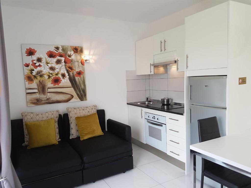 A kitchen or kitchenette at Apartamento En Mareverde Resort
