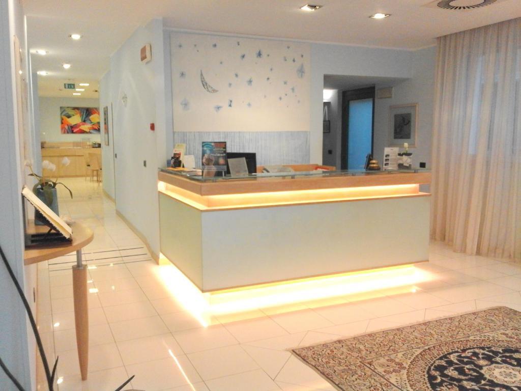 The lobby or reception area at Hotel Chiaraluna