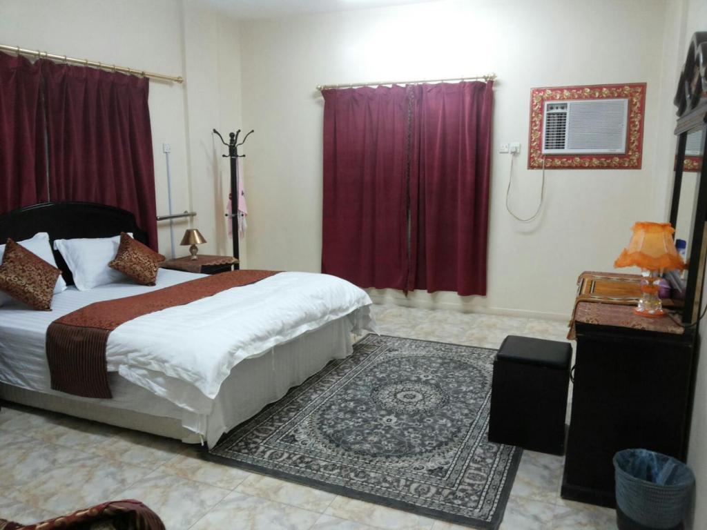 Cama ou camas em um quarto em Al Eairy Apartments - Al Nairyah 3