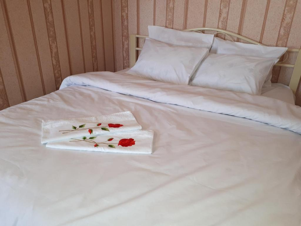 A bed or beds in a room at Legendarnaia Kahovka