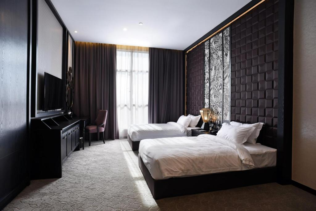 A bed or beds in a room at Vangohh Eminent Hotel & Spa