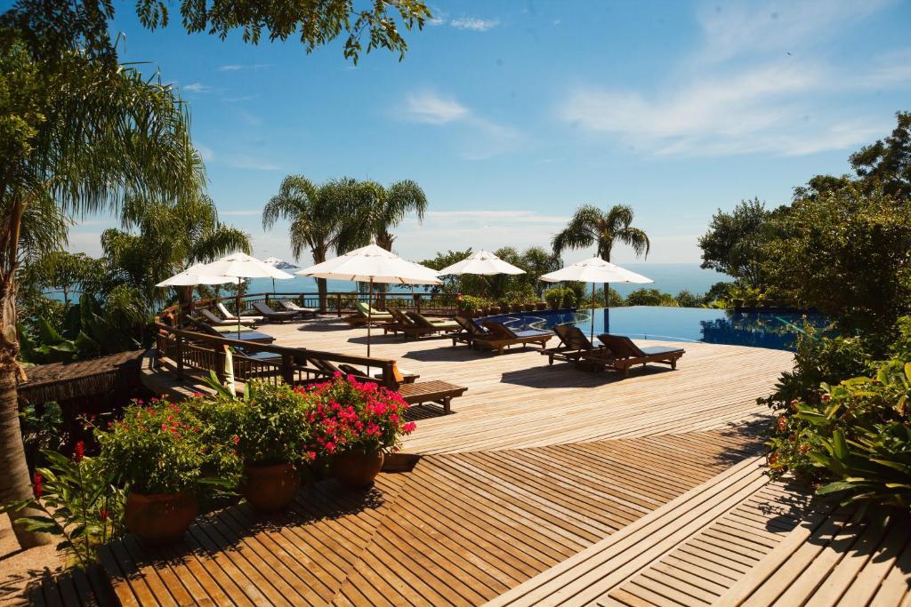 The swimming pool at or close to Resort Refúgio do Estaleiro