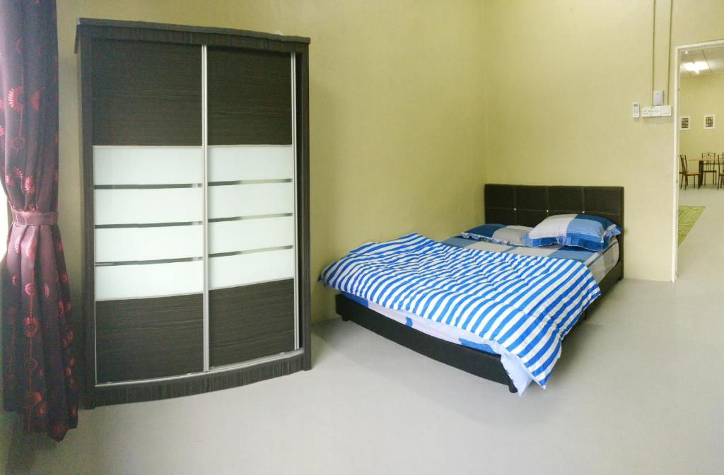 A bed or beds in a room at Arau Guest House
