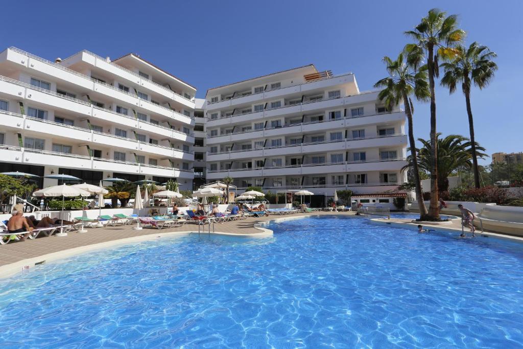 The swimming pool at or near Hotel-Apartamentos Andorra