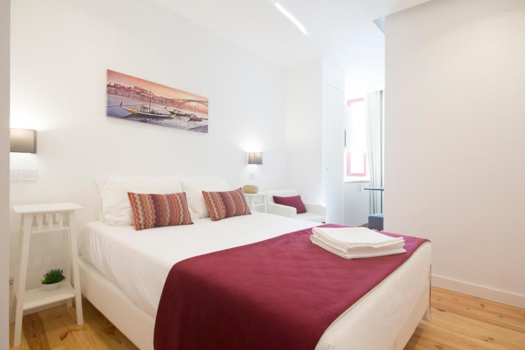 Een bed of bedden in een kamer bij MyStay Porto Centro