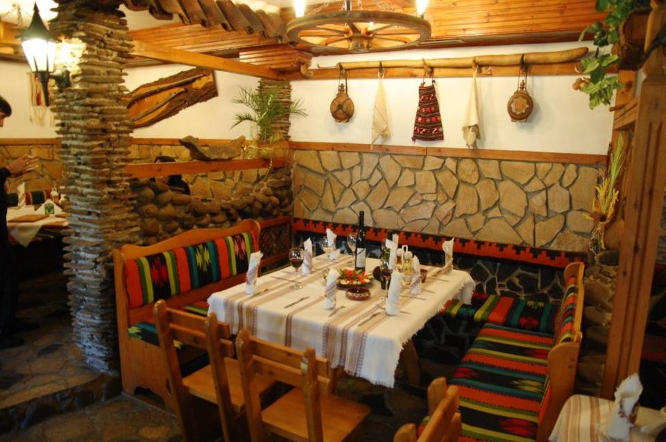 A restaurant or other place to eat at Balkanski chanove