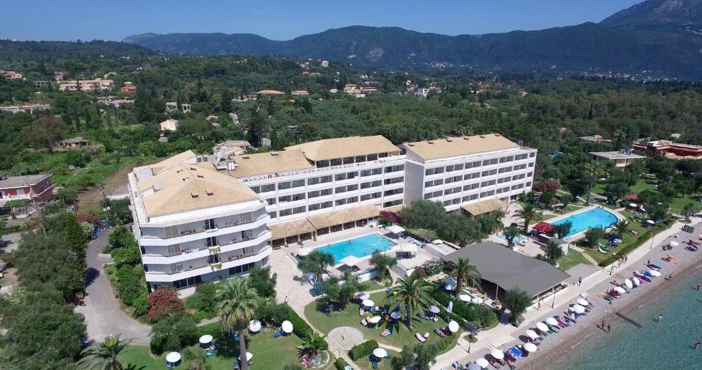 Vue panoramique sur l'établissement Elea Beach Hotel