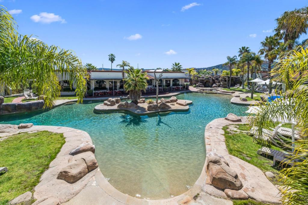 The swimming pool at or close to Quality Resort Siesta