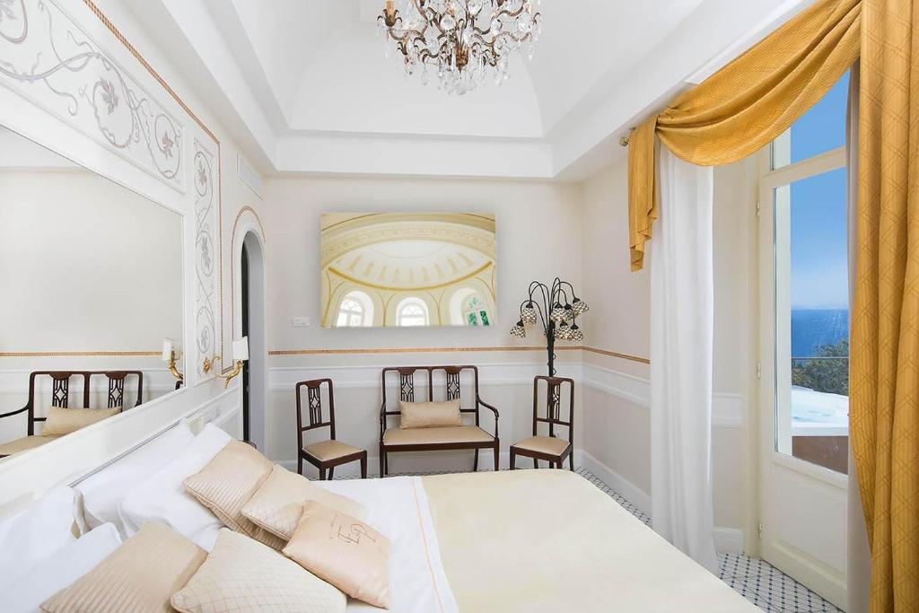 A bed or beds in a room at Luxury Villa Excelsior Parco