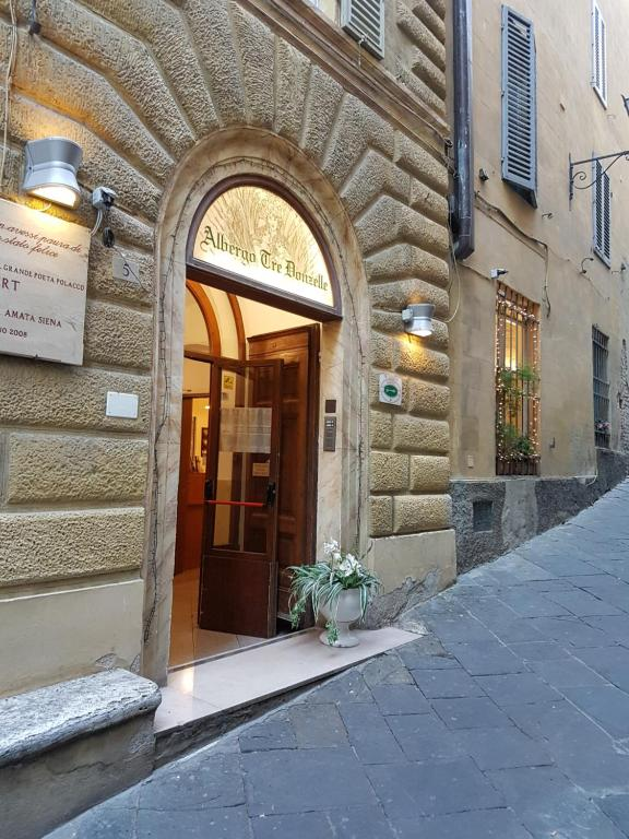 The facade or entrance of Albergo Tre Donzelle