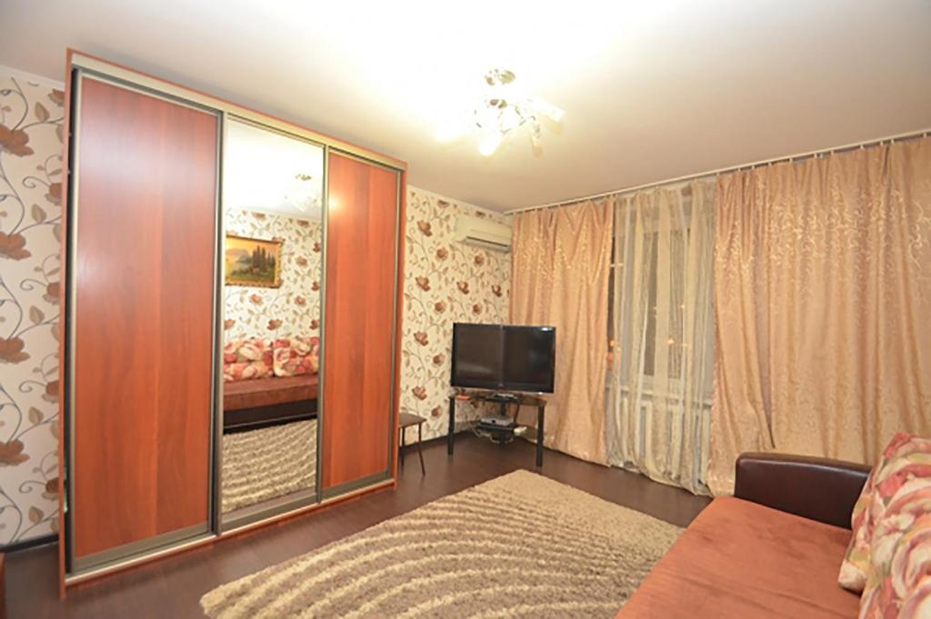 A television and/or entertainment center at Apartment Na Shmitovskom Proezde