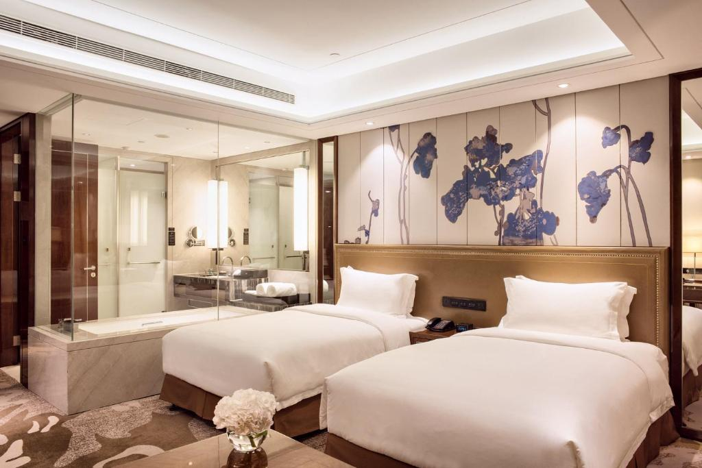A bed or beds in a room at Minyoun Chengdu Dongda Hotel-Member of Preferred Hotel & Resorts