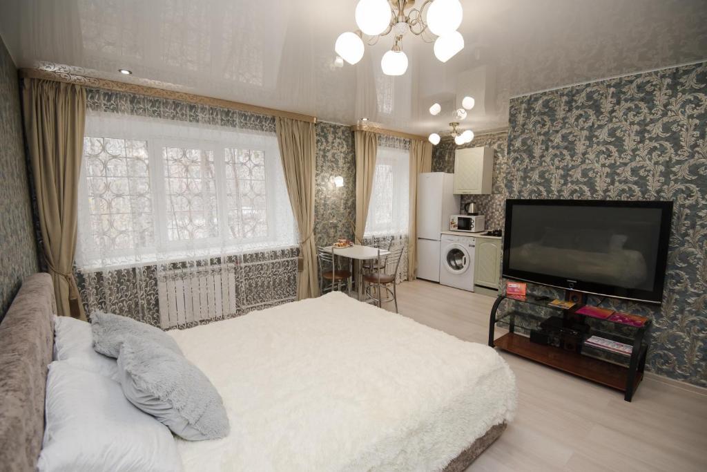 Телевизор и/или развлекательный центр в Nine Nights Apartments on Lezhnevskaya 122