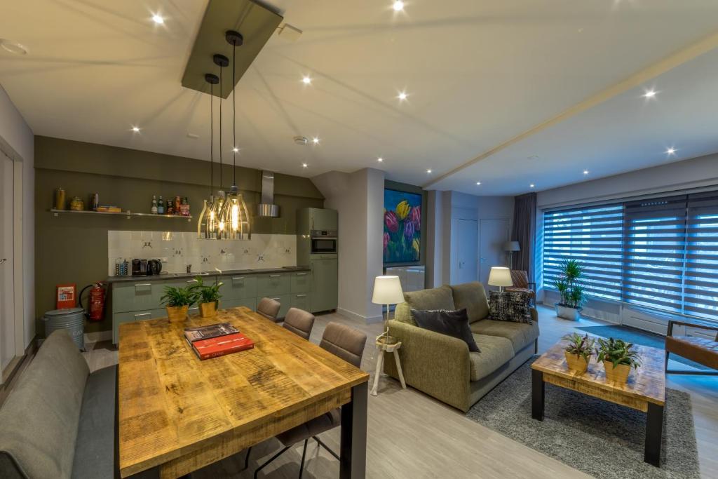 De lounge of bar bij Relaxed Apartments Haarlem