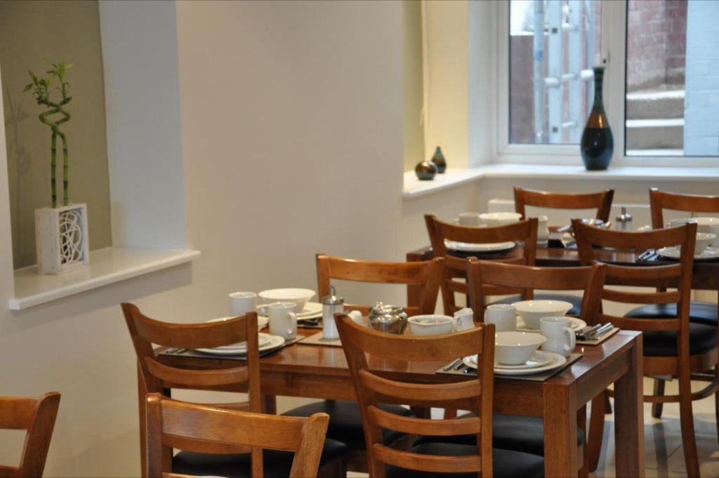 En restaurang eller annat matställe på Queens Hotel
