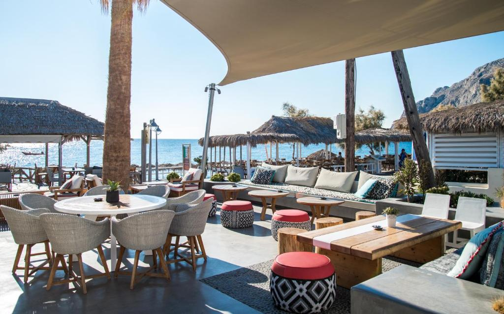 A restaurant or other place to eat at Makris Beach Hotel