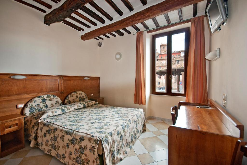 A bed or beds in a room at Al Mercato B&B