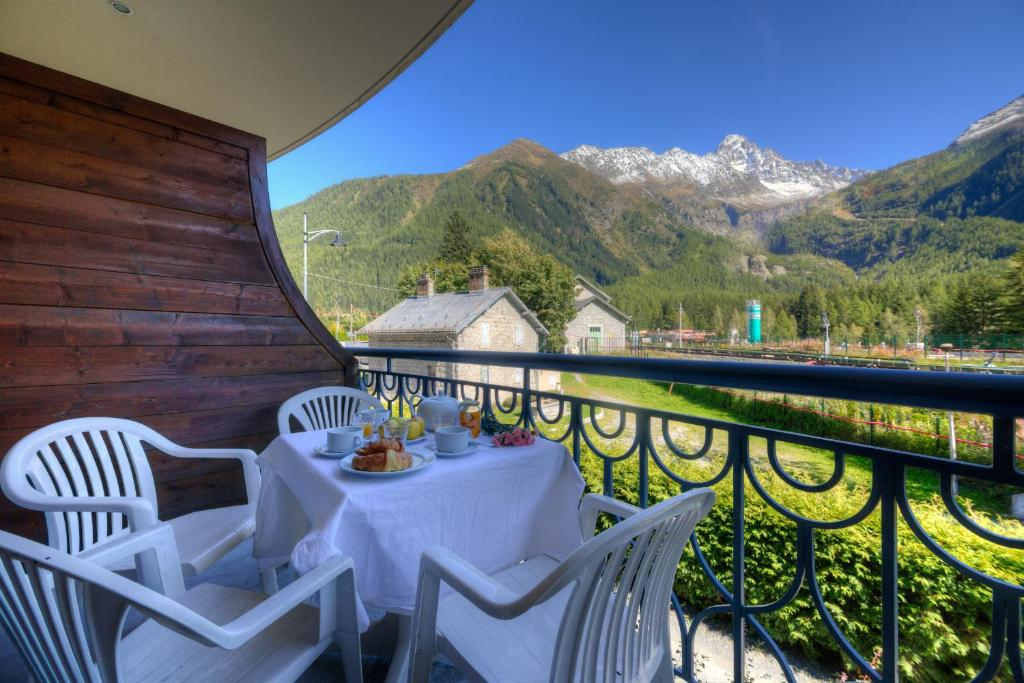 A balcony or terrace at Cristal d'Argentiere