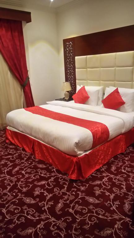Cama ou camas em um quarto em Rokun Aknan Hotel
