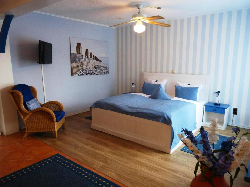 A bed or beds in a room at Vogel Hotel Appartement & Spa