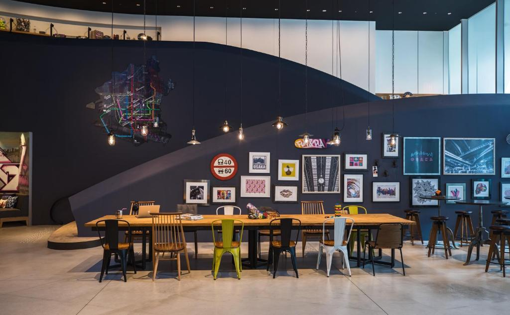 A restaurant or other place to eat at MOXY Osaka Honmachi by Marriott