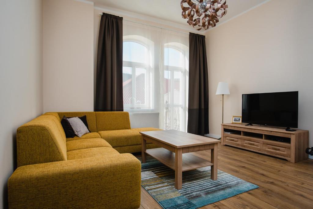 Televízia a/alebo spoločenská miestnosť v ubytovaní Apartman Heller