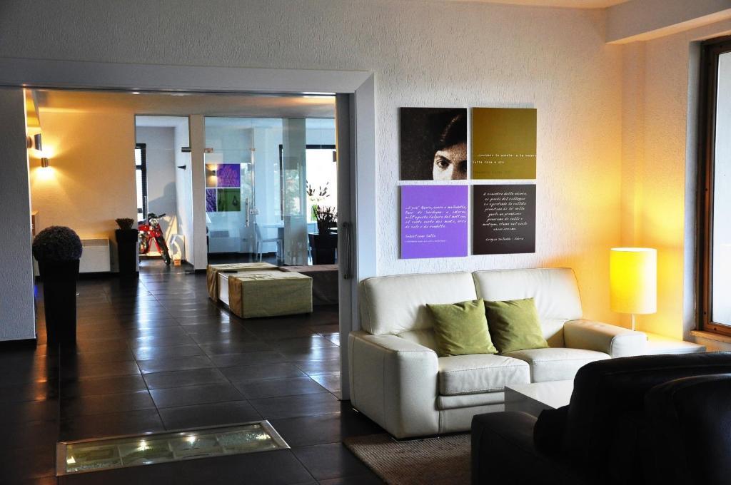 A seating area at Hotel Sandalia