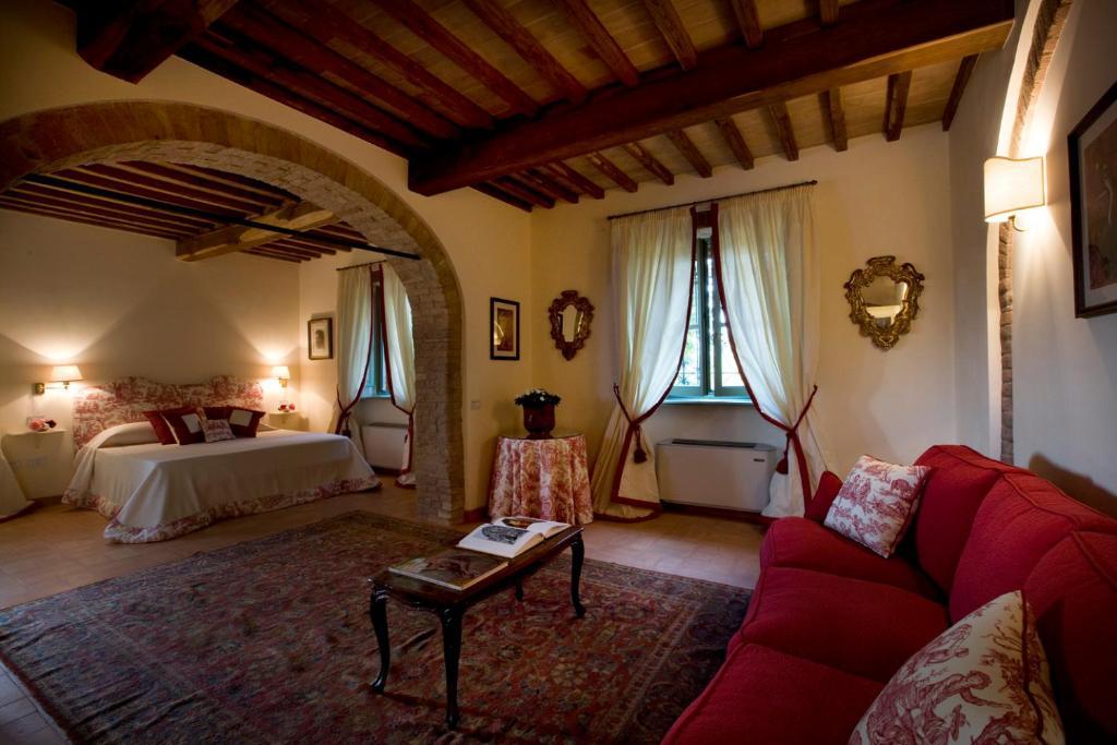 A seating area at Villa il Castagno Wine & Resort
