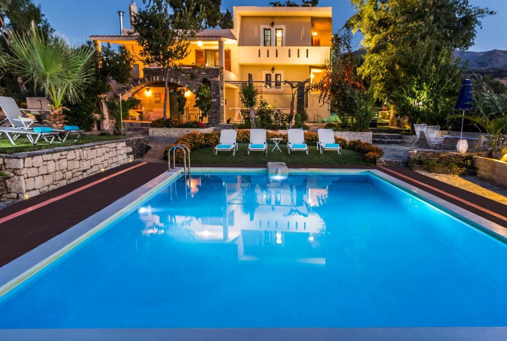 The swimming pool at or close to Elisa Villa