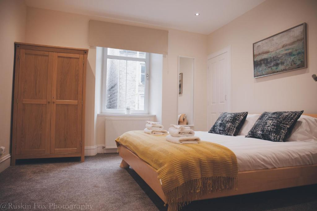 A bed or beds in a room at Apartment A