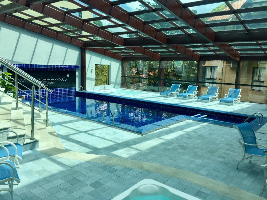 A piscina localizada em Flat Prodigy Serrano Hotel ou nos arredores
