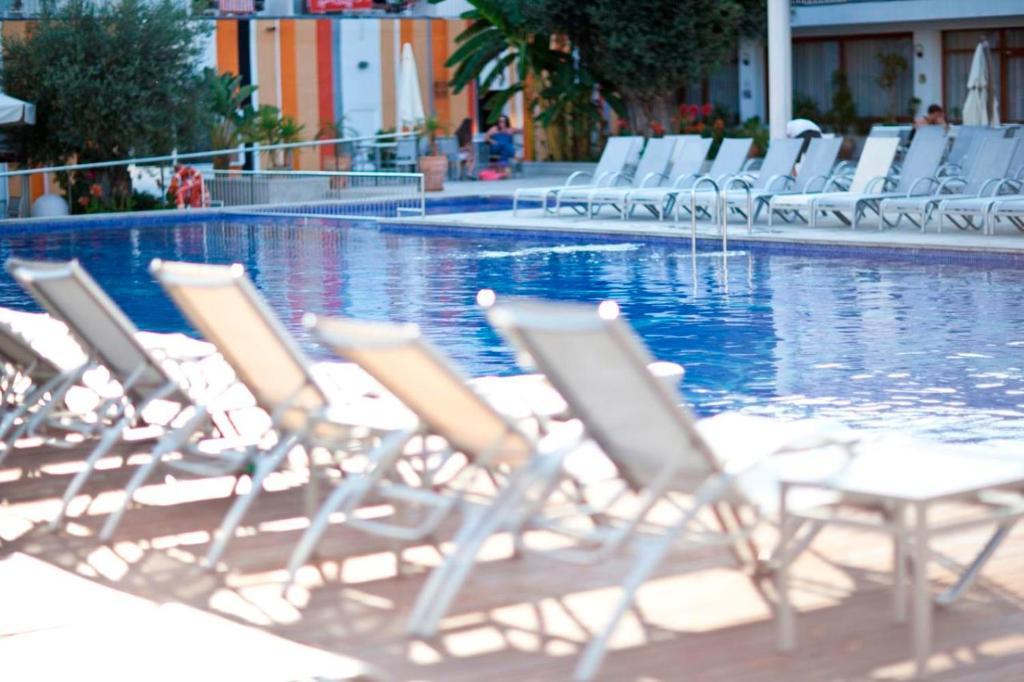 Het zwembad bij of vlak bij Hotel Puchet