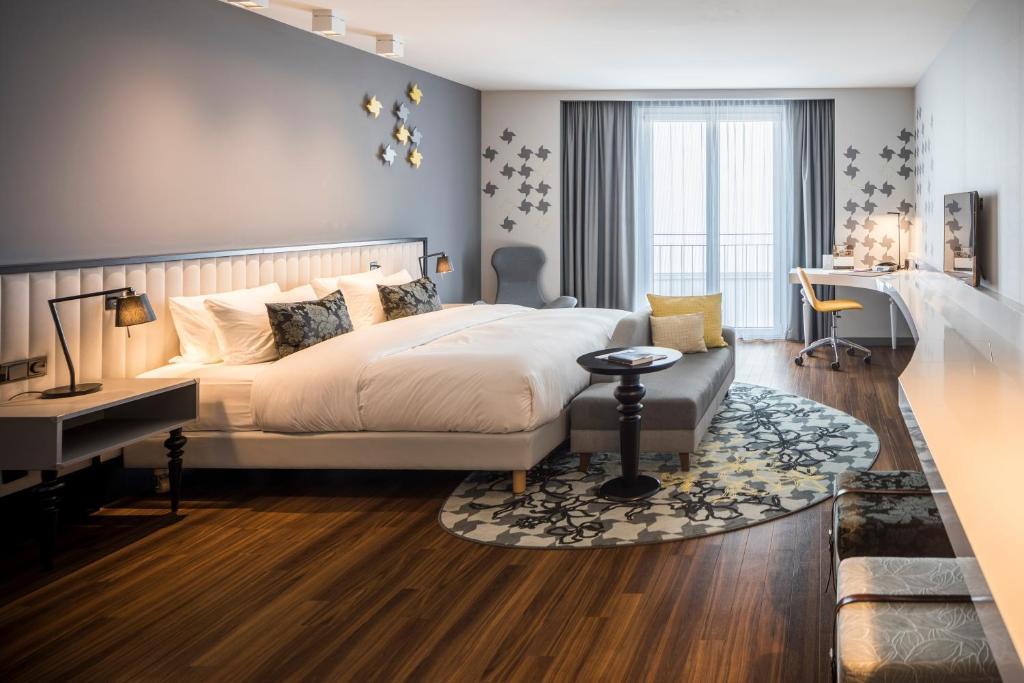Een bed of bedden in een kamer bij Capri by Fraser, Frankfurt
