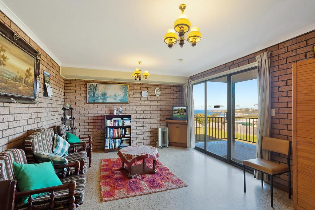 A seating area at Grandview Apartment - Ocean Views