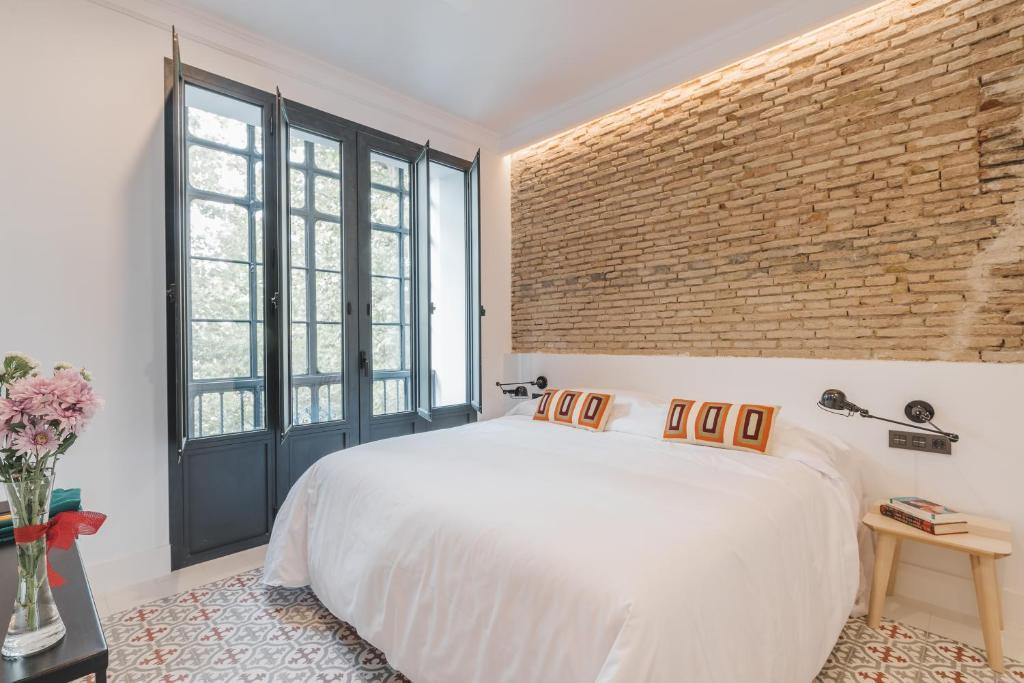 A bed or beds in a room at Hotel Boutique La Parada del Marqués