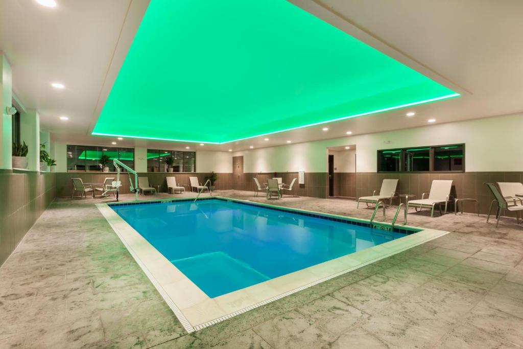 The indoor swimming pool at the Wingate by Wyndham Altoona Downtown Medical Center.