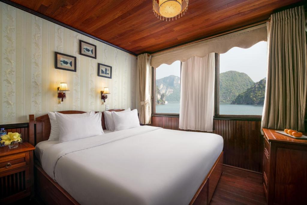 En eller flere senge i et værelse på Garden Bay Legend Cruise