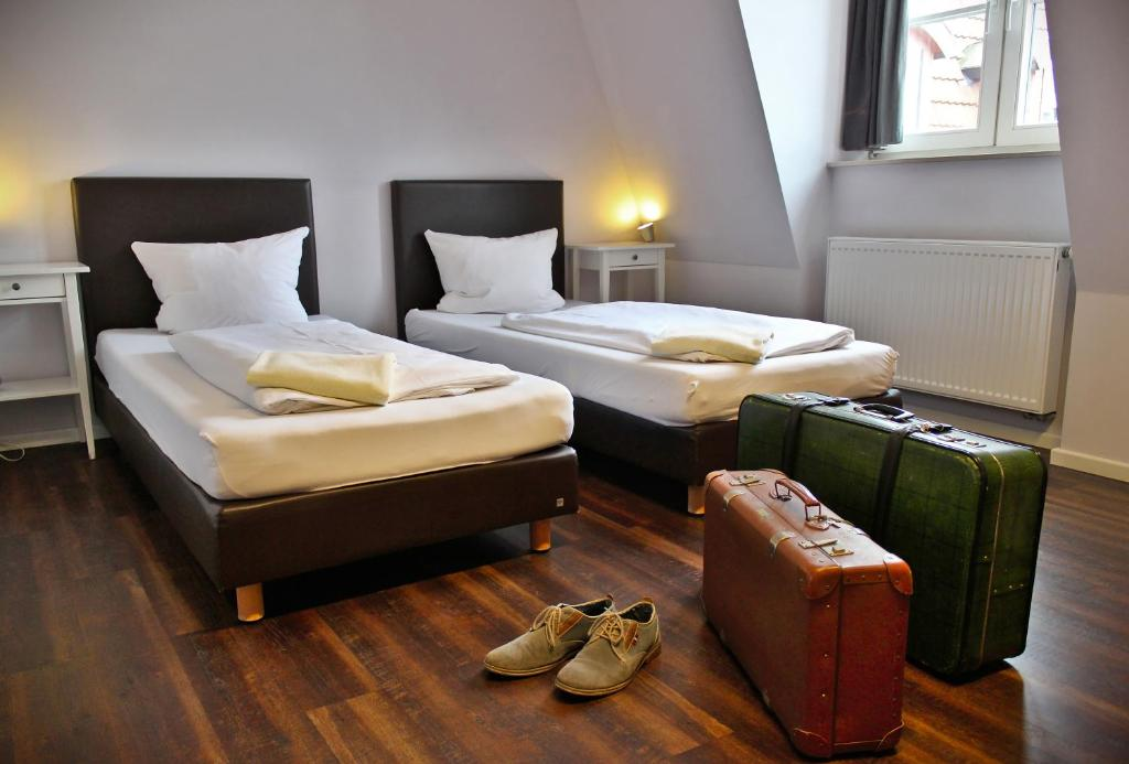 A bed or beds in a room at Industriepalast Berlin