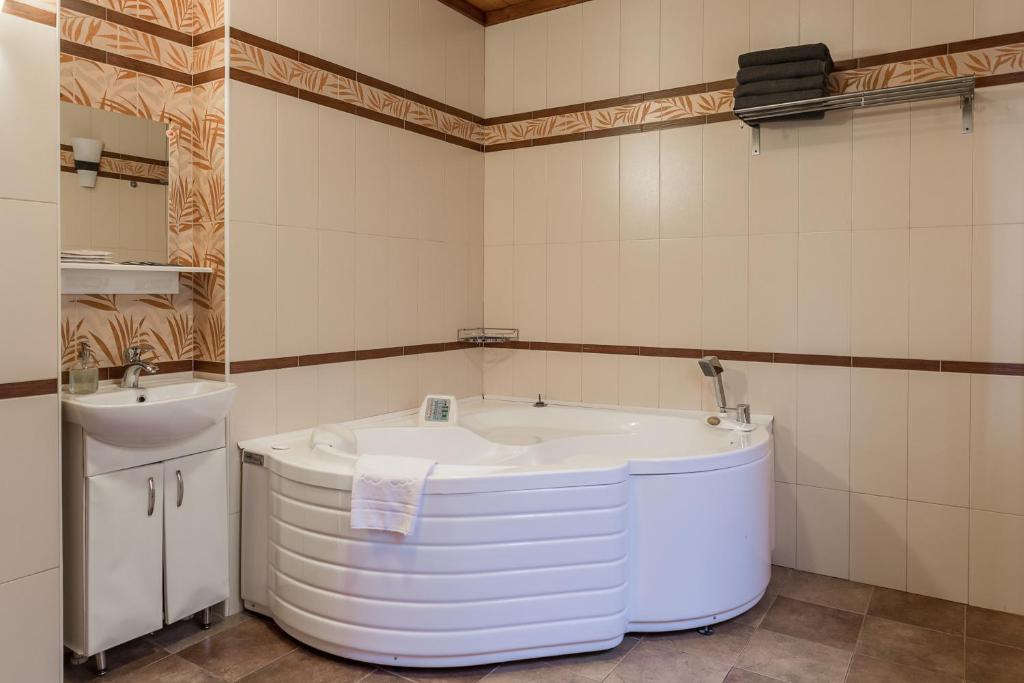 Ванная комната в Загородный клуб Александръ