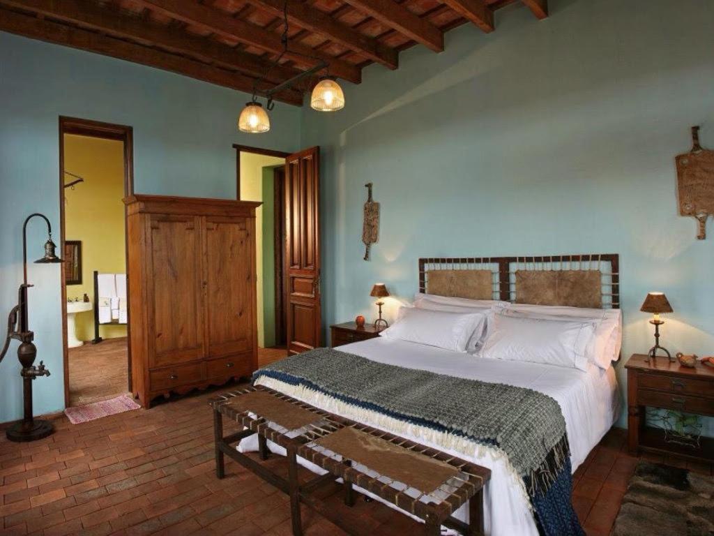 A bed or beds in a room at La Negrita Casa Hotel