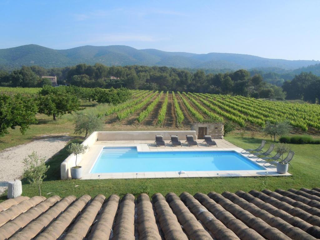 Výhled na bazén z ubytování Maison d'hôtes Bastide St Victor nebo okolí