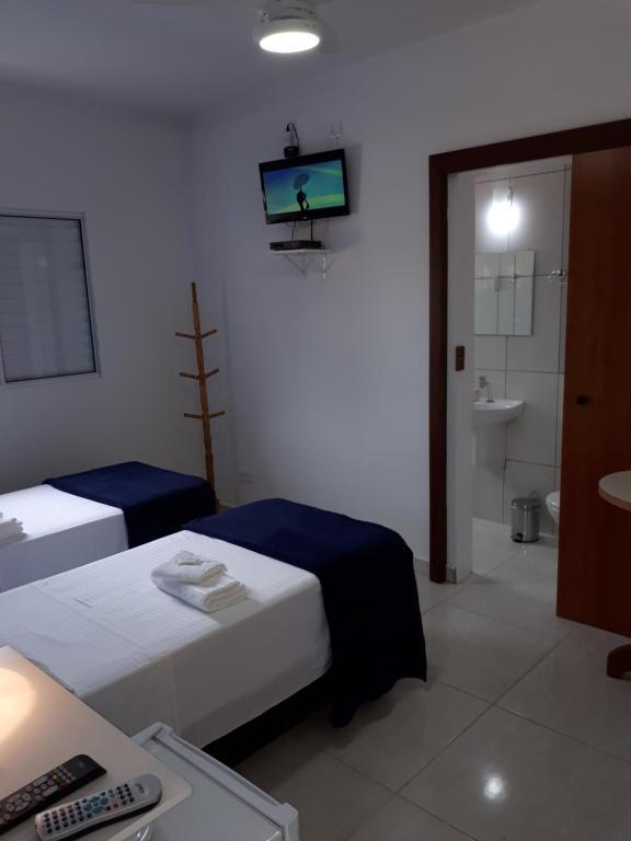 A bed or beds in a room at Pura Vida Ubatuba Suítes