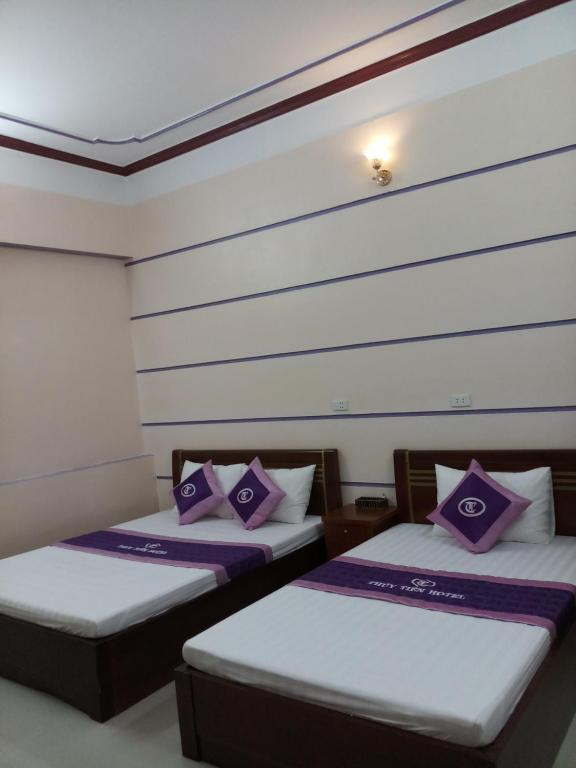 Giường trong phòng chung tại Thuy Tien Hotel