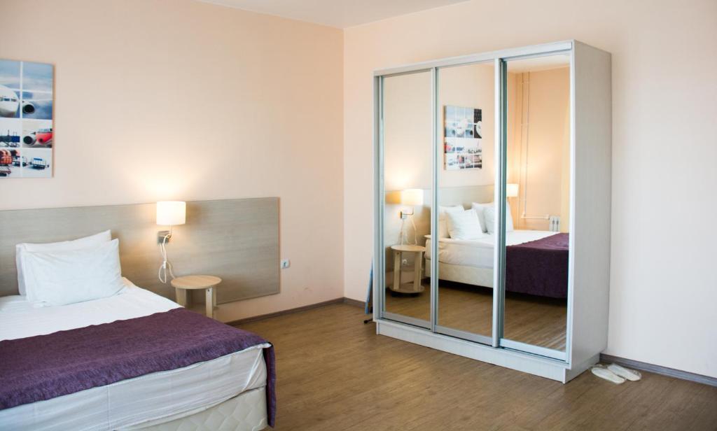 Кровать или кровати в номере Apart'L Russkii Dvor