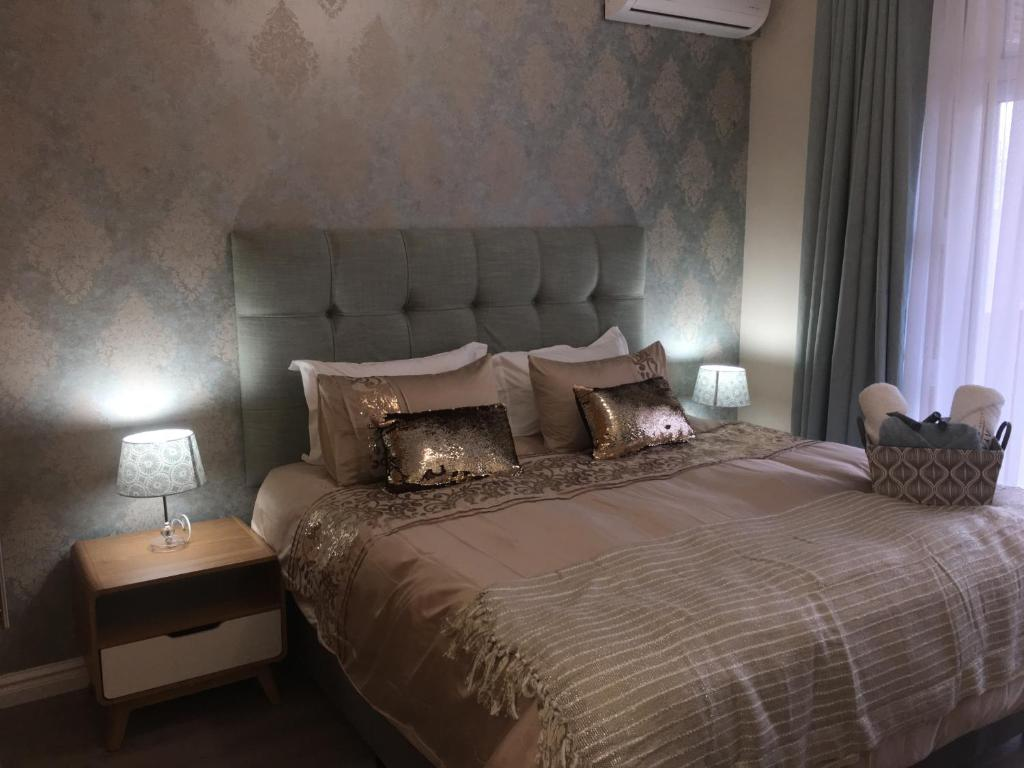 A bed or beds in a room at AYA LUXURY APARTMENTS 78