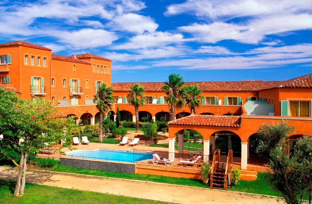 Vue sur la piscine de l'établissement Palmyra Golf Hotel & Spa ou sur une piscine à proximité